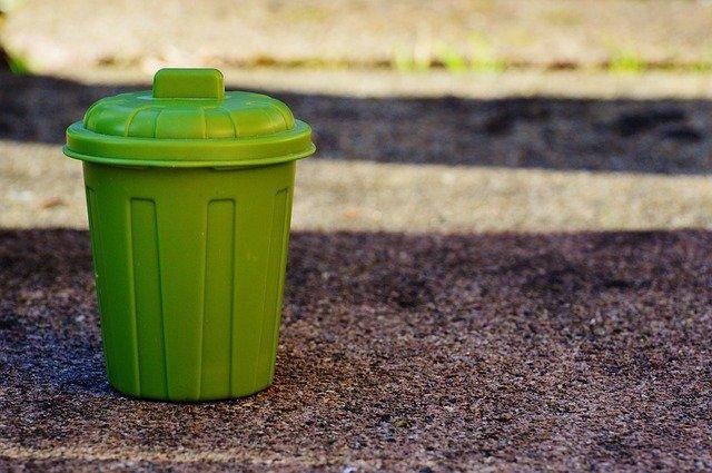 plastová popelnice.jpg