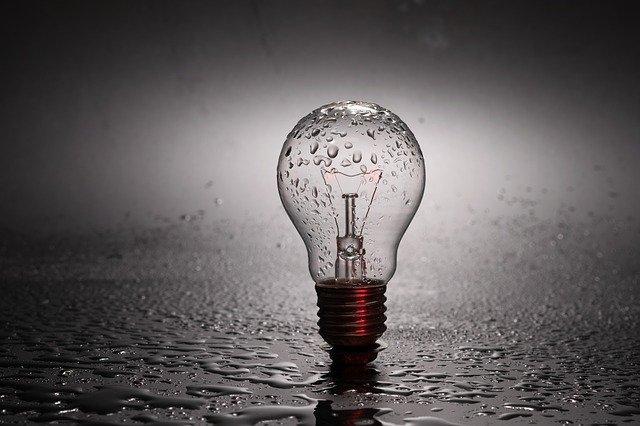 žárovka ve vodě.jpg