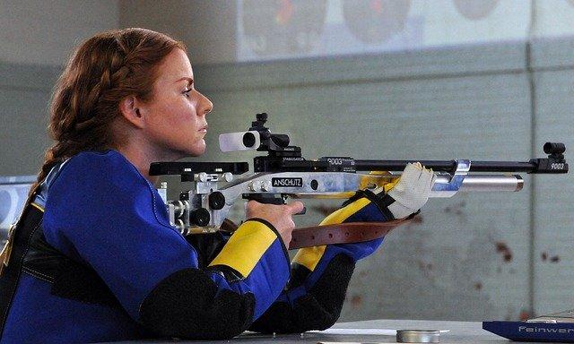 žena na střelnici.jpg